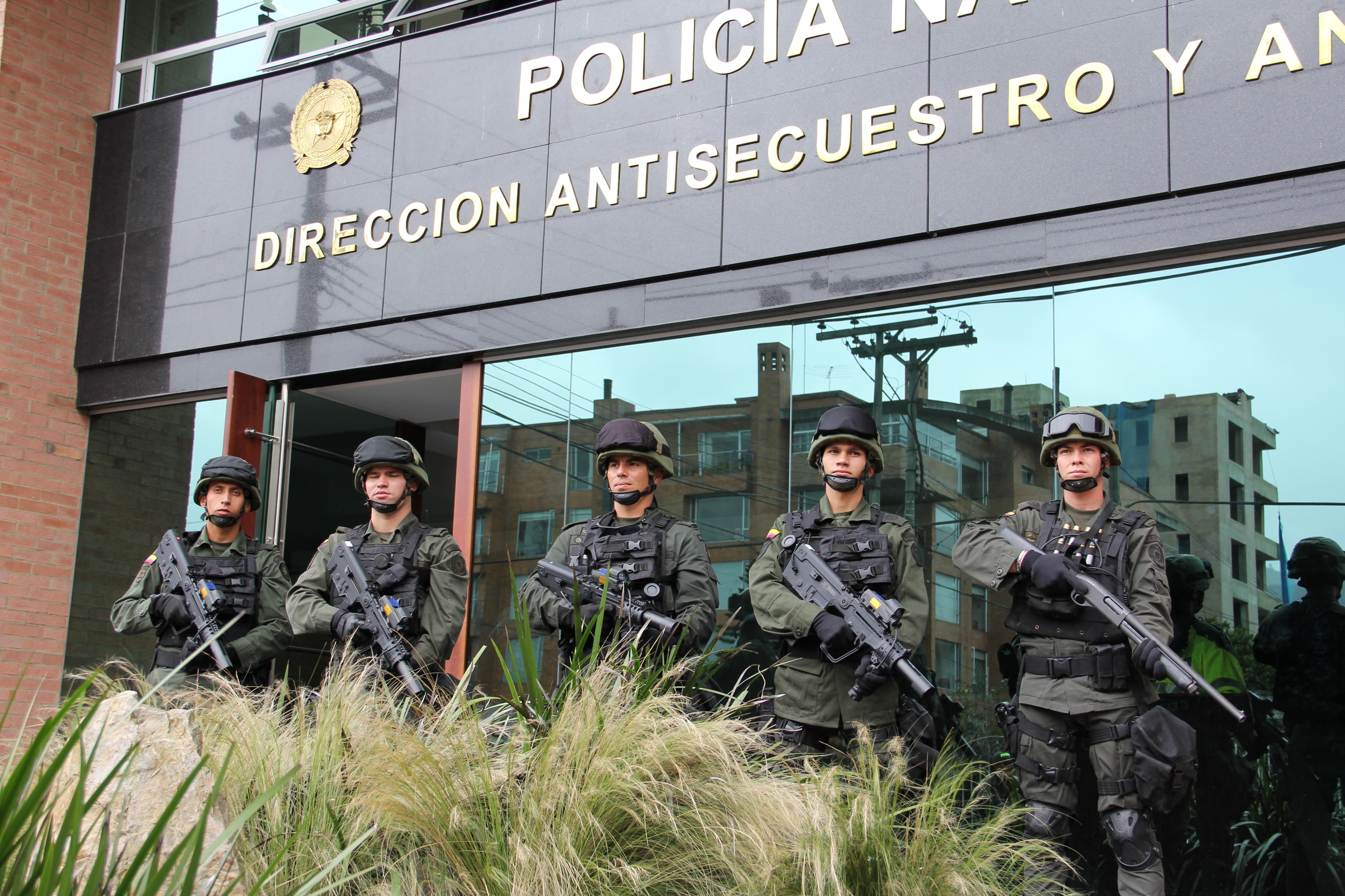Grupos gaula polic a nacional for Oficina de policia