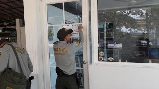 Polic a y autoridades administrativas realiza controles en for Oficina de policia
