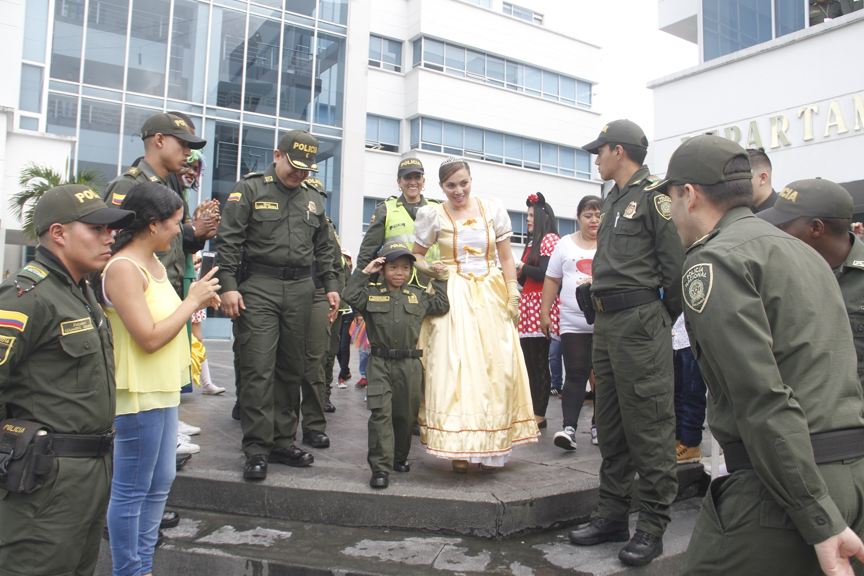 Polic a hizo realidad el sue o de sebasti n en su cumplea os polic a nacional de colombia - Oficina policia nacional ...