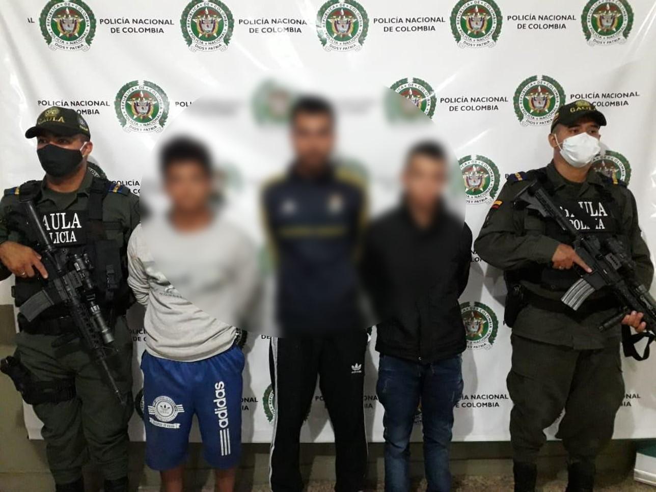 aplausos atravesar Aflojar  Capturamos a tres personas por el delito de extorsión | Policía Nacional de  Colombia