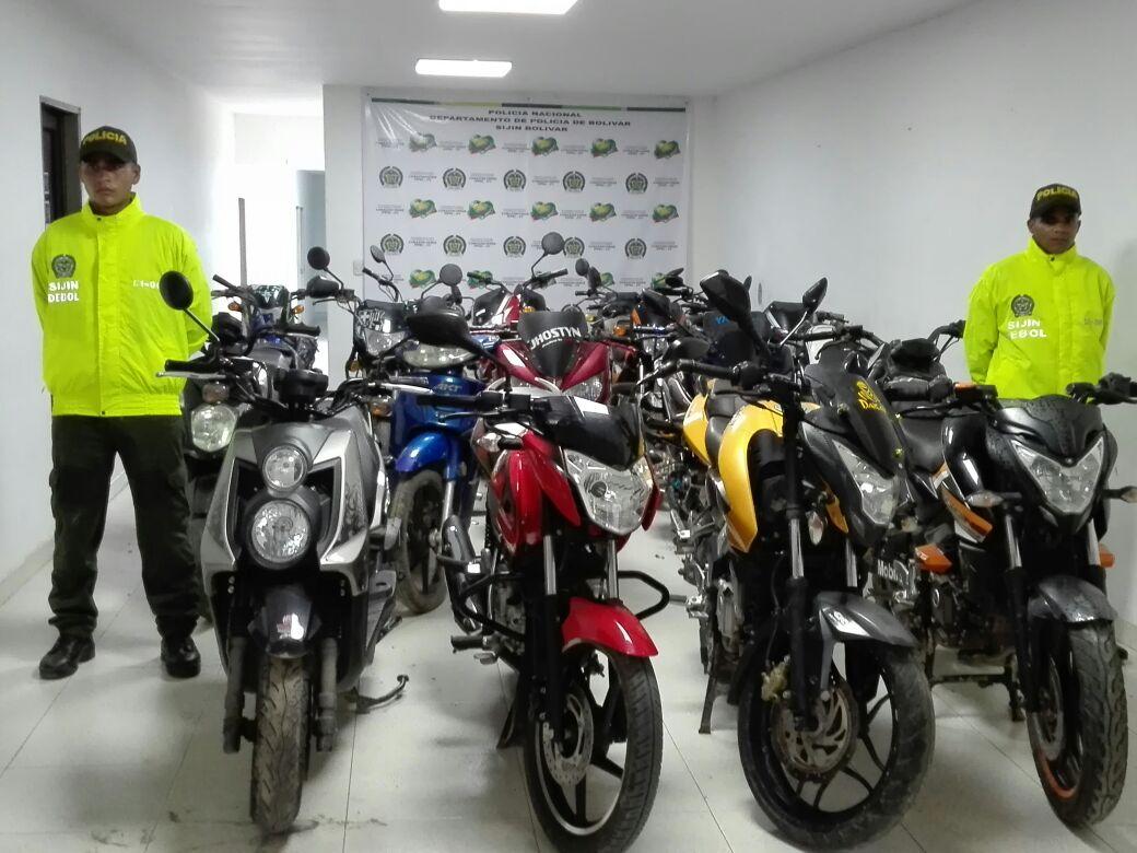 Investigadores del departamento polic a bol var recuperaron 24 motocicletas polic a nacional - Oficina del policia ...