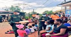 Policías y niños