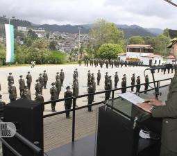 Señor Coronel Heberth Noe Mejía realiza juramento curso 056 graduandos a patrulleros
