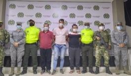 """Capturados alias """"Mono Cuéllar"""" (izquierda), """"TUTO"""" (centro) y """"Gerson""""(derecha) en conjunto con Ejercito Nacional, CTI y Batallón Fluvial"""