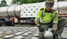 En caleta adherida a la parte trasera del remolque de un camión fueron hallados 300 kilos de estupefacientes