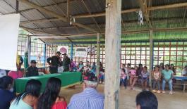 Policía-Nacional-realizó-encuentro-comunitario-en-la-comunidad-indígena-del-barrio-doce-de-octubre 1