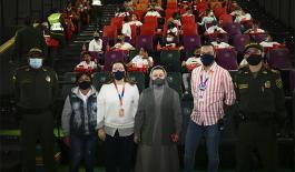 De manera sorpresiva le cumplimos el sueño de ir a cine un grupo de niños y niñas en Sabaneta