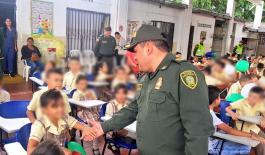 cerca-de-100-pupitres-fueron-entregados-a-estudiantes-de-una-sede-educativa-ubicada-en-el-barrio-san-luis