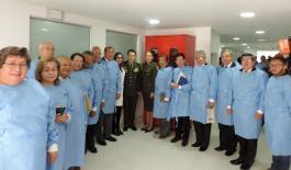 grupo de usuarios veedores con director de sanidad