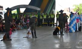 Día de recreación para los niños apadrinados de la escuela de policía Antonio Nariño