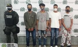 Capturados 4 delincuentes cuando recibían $400.000 producto de una extorsión