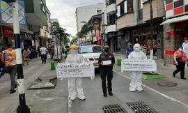 Con tapabocas gigantes se busca generar conciencia en la ciudadanía y resaltar el uso correcto.