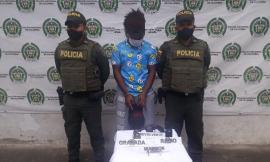 En zona urbana del municipio de Tumaco fue capturado un sujeto por el delito de Fabricación, tráfico, porte o tenencia de armas de fuego, accesorios, partes o municiones.