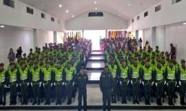 Ceremonia-policial-78-auxiliares-bachilleres-hacen-su-juramento-de-bandera
