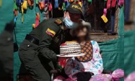 """Gracias a la Policía y a la comunidad del barrio Bajo Andes, """"Mirella"""" cumplió su último deseo de celebrar su cumpleaños"""