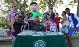 En el barrio Piraquive entregamos kits escolares a 38 niños y niñas.