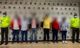 Capturados funcionarios y exfuncionarios públicos por presunta corrupción en contratos.