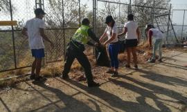Policía-junto-a-jóvenes-mejoran-la-cara-de-la-ciudad