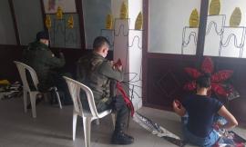 uniformado_de_la_policia_brinda_primeros_auxilios_a_una_persona_en_el_corregimiento_de_campo_dos_3.jpg