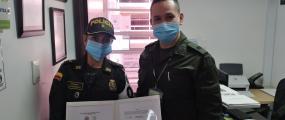 Reconocimiento a un personal de la Escuela Antidrogas con la imposición del distintivo ERCAIAD