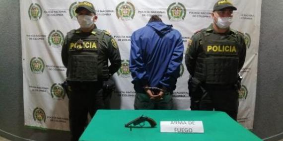 Hombre capturado con arma de fuego
