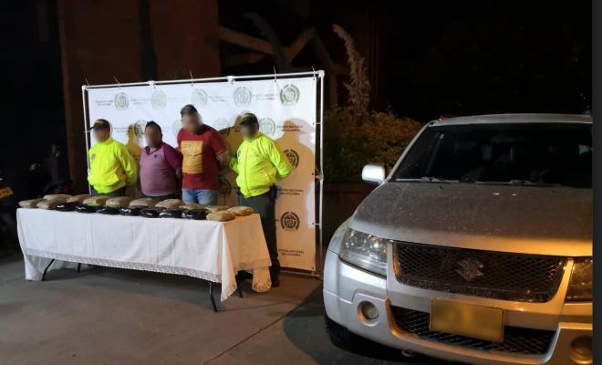 Dos capturados en Antioquia con droga en vehículo
