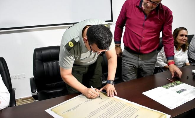 Firma del convenio UCEVA ESBOL