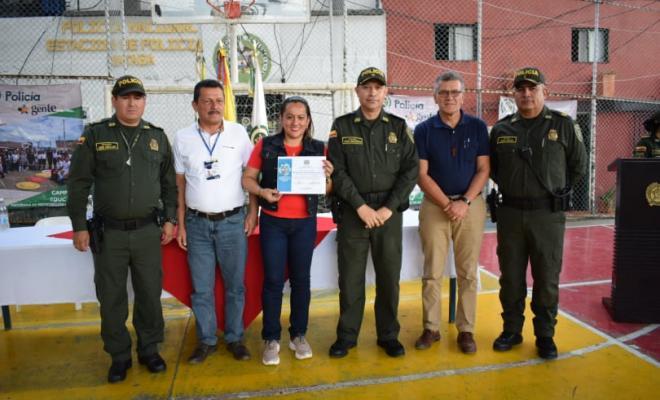 integrantes_de_la_mesa_principal_con_certificado