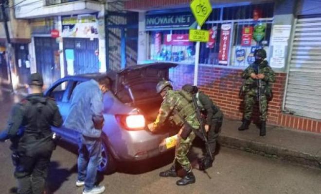 la_policia_y_el_ejercito_se_toman_el_municipio_de_pamplona.j