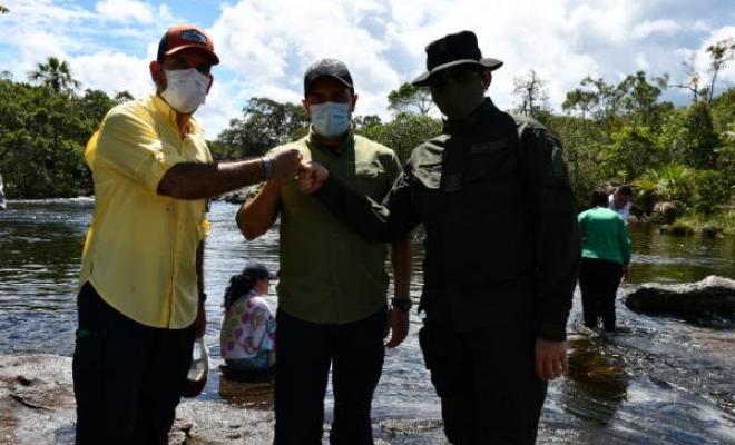Policía-Nacional-anunció-la-reapertura-del-turismo-en-caño-cristales-en-el-Meta-2