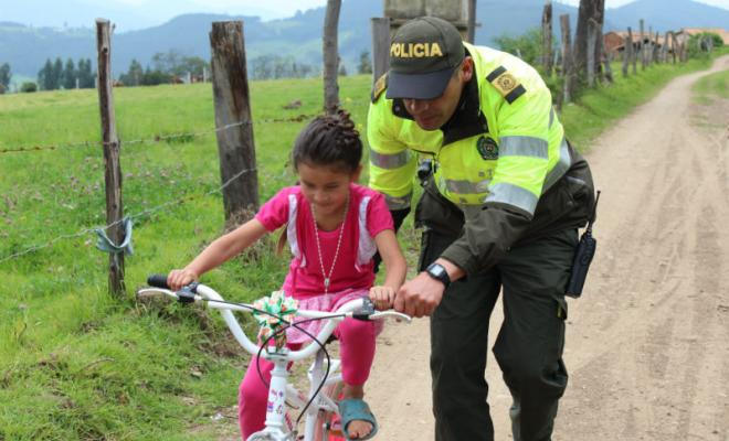 policias-bicicletas-ninos-boyaca