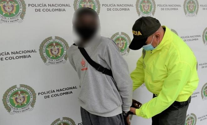 Por el delito de acceso carnal violento con menor de catorce años fue capturada una persona de 19 años de edad.
