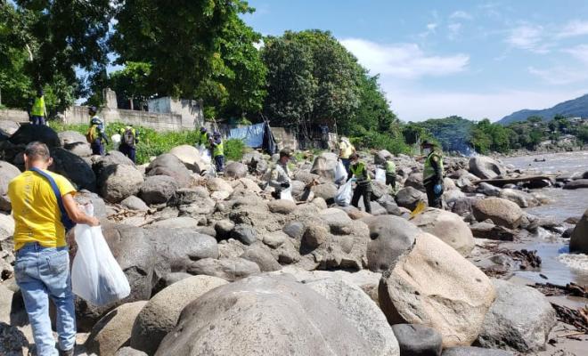 Con ayuda de la ciudadanía y la empresa EMAS limpiamos la Rivera del Rio Magdalena